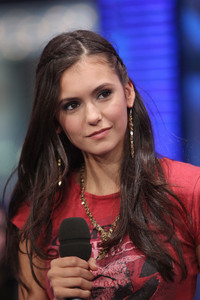 [i]Words that you think describes Nina in alphabetical order.[/i]