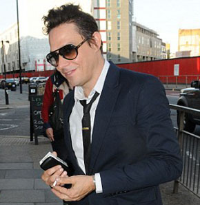 "Jamie Hince Celebrates Single Life before Marrying Kate Moss. <a href=""http://www.bluechopsticks.com"