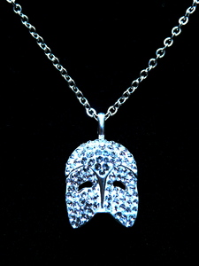 Selling extremely rare 'Phantom of the Opera' Swarovski collana on E-Bay. Limited edition collana d