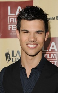 Add and image of taylor lautner smileing the picture that is chosen madami sa pamamagitan ng fans wins the first round