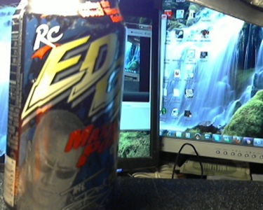 i have 2 pop cans un-opened they are rc edge cola and has WWF The Rock with a 照片 and signature o