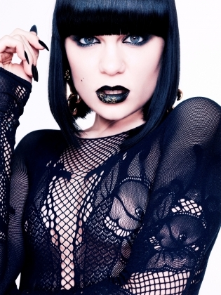 POST A PIC OF JESSIE J WEARING BLACK! BEST PIC WINS, THERE IS ONLY ONE WINNER AND WINNER GETS 5 শ্রদ্ধার্ঘ্য