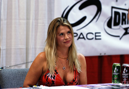 I am also looking for some good fotos of Kristy Swanson for the club's icon... I have one now, but I