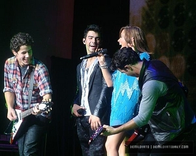 Demi Performing Live With The Jonas Brothers>August 7th