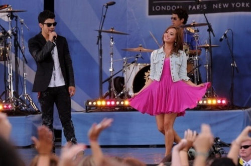 Jemi wallpaper titled Good Moring America 8/13