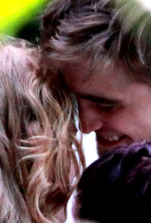 """Rob and Kris getting cozy on the set of """"on the road"""""""