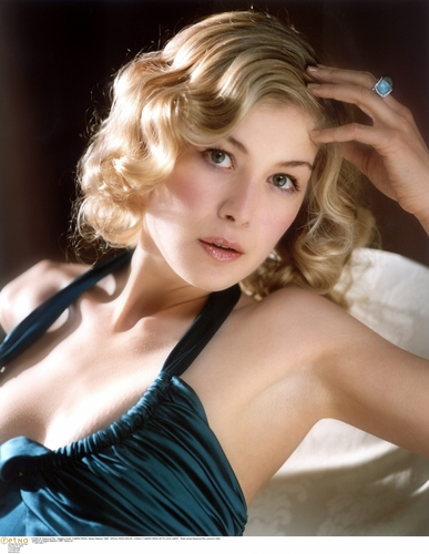 Rosamund Pike - rosamund-pike Photo