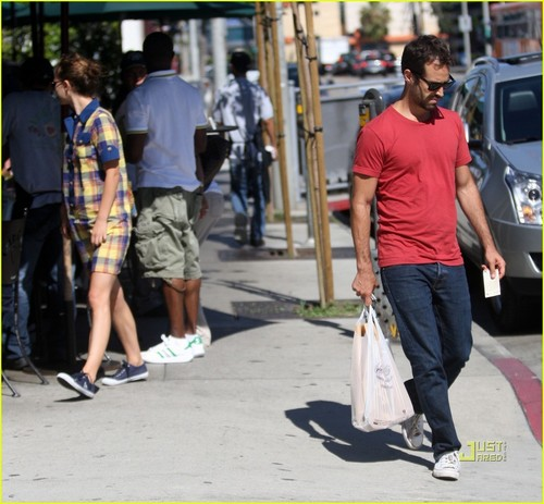 Stopping for lunch at Urth Cafe with Benjamin Millepied - natalie-portman Photo