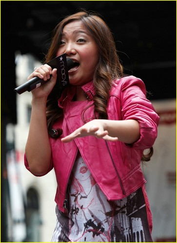 Charice Pempengco wolpeyper entitled Charice RESETS Macy's Herald Square