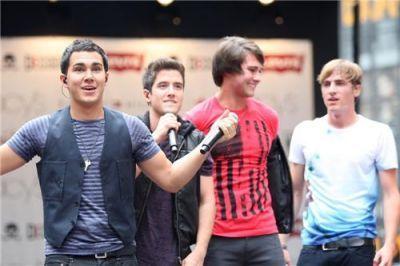 Kendall @ Macys Celebration tamasha