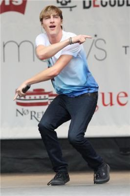 Kendall @ Macys Celebration buổi hòa nhạc