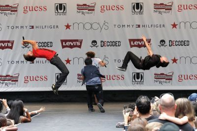 Kendall @ Macys Celebration संगीत कार्यक्रम