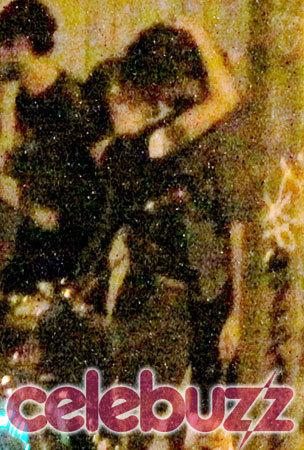 Rob & Kristen caught kissing!!!!!!