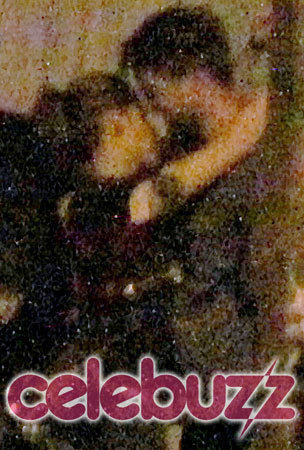 Rob & Kristen caught kissing!!!!!!