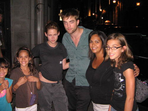 Rob & Kristen with 팬 [August 15]