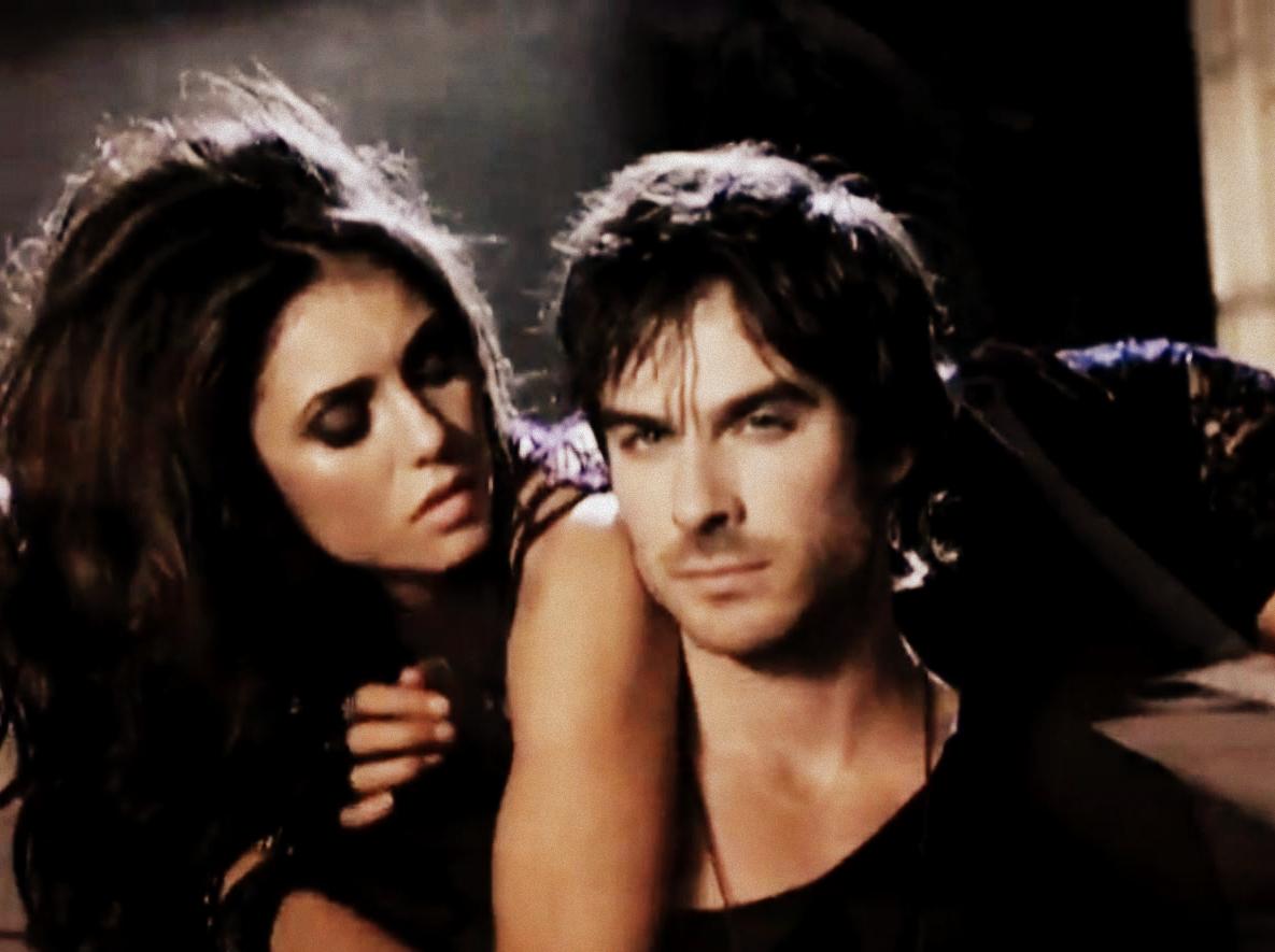 Sexy irresistible hot ian somerhalder and nina dobrev for Damon y elena