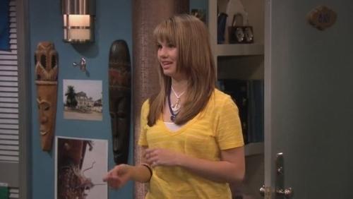 Debby Ryan karatasi la kupamba ukuta titled The Suite Life On Deck>Season 3>Rat Tale