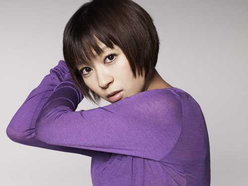 Utada Hikaru karatasi la kupamba ukuta entitled This Is the One Promos