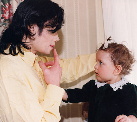 awwww mj is teaching paris to sing:)