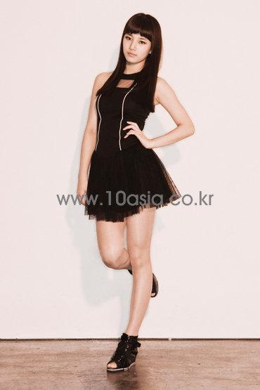Pics de Suzy Suzy-miss-a-14785567-370-555