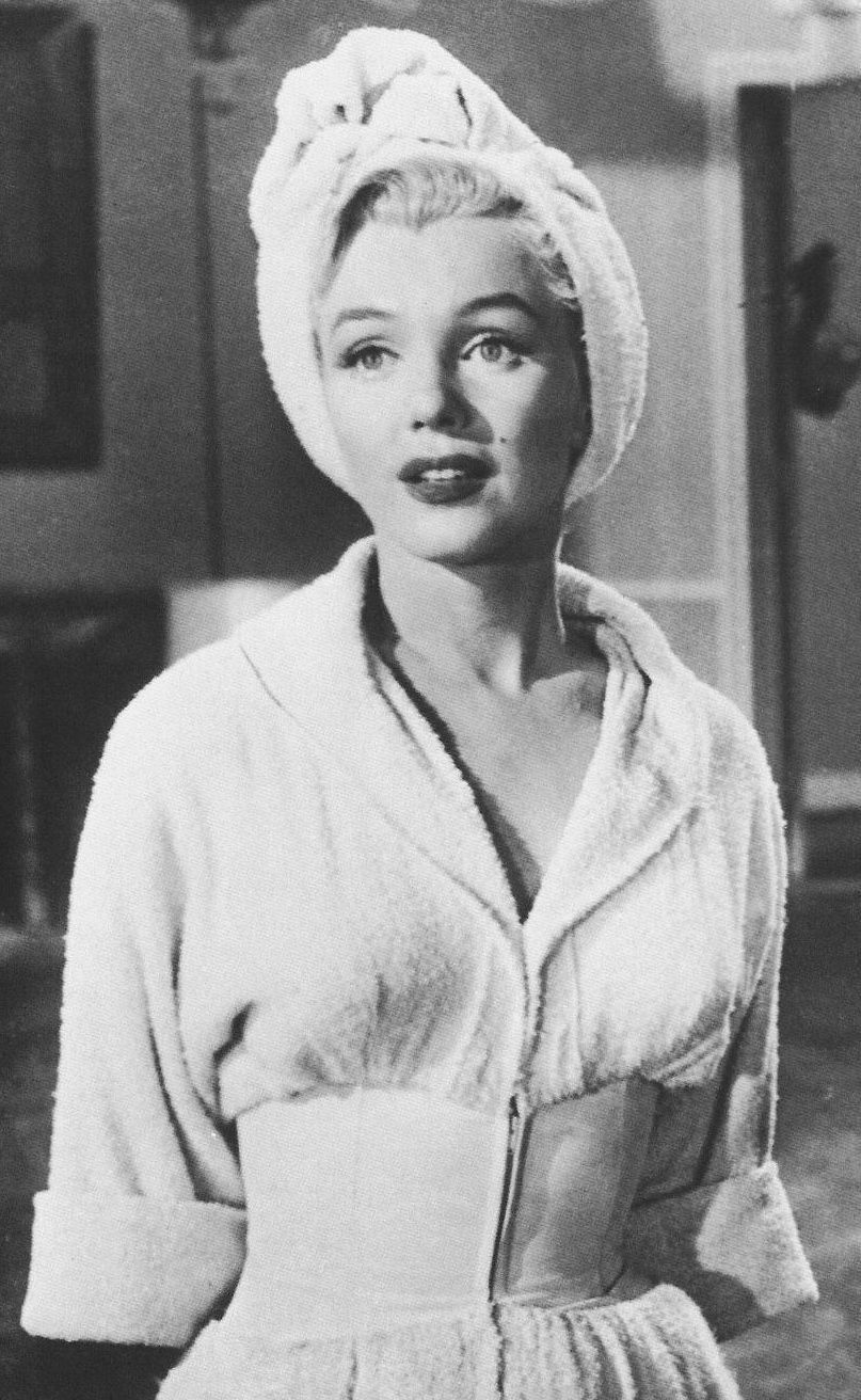 marilyn monroe an icon in movies An hbo film that splits monroe's psyche in two and has the personas engage with one another is a 1990s version of a female dream team, with judd as norma jean dougherty and mira sorvino as marilyn monroe.
