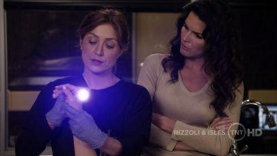 1x06 Jane and Maura caps