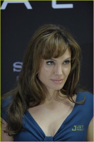 Angelina Jolie: 'Salt' Photocall in Berlin!