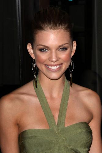 AnnaLynne @ Breakthrough Of The tahun Awards
