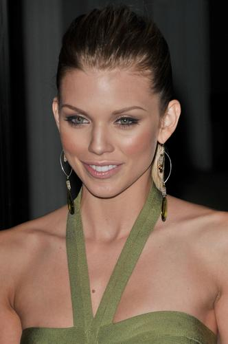 AnnaLynne @ Breakthrough Of The taon Awards