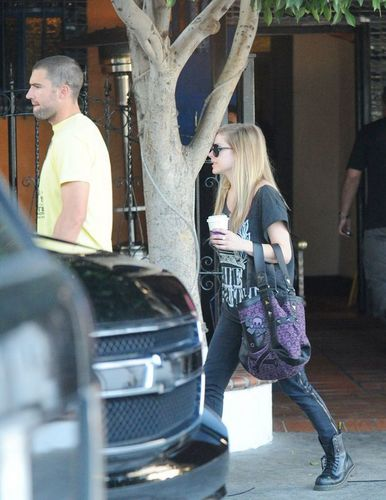 Avril Lavigne and Brody Jenner Out at El Compadre 16.08.2010 - avril-lavigne Photo
