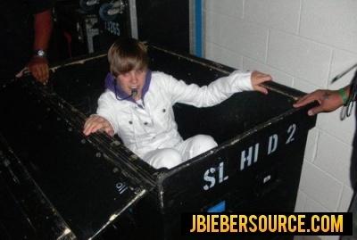 Justin Bieber Tour on Backstage On Tour   Justin Bieber Photo  14864106    Fanpop Fanclubs