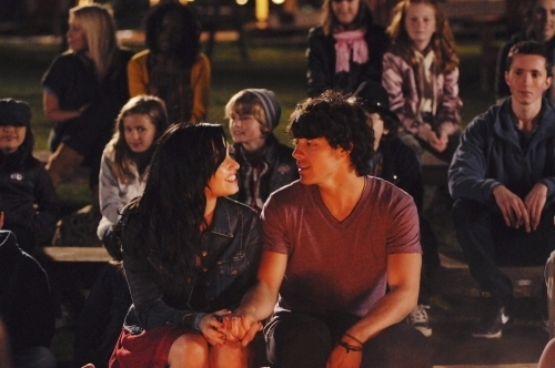 Jemi achtergrond titled Camp Rock 2 < 3