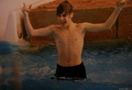 He is so cute when in is wet - taylor-lautner-and-justin-bieber photo