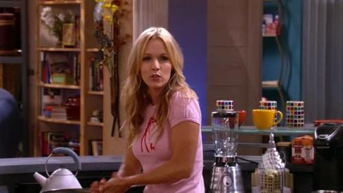 Jennie Garth as Val Tayler