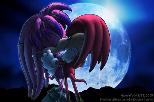 Julie-Su and Knuckles kissing