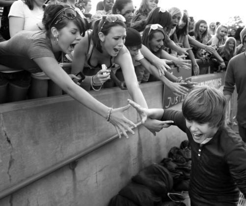 Justin + fans