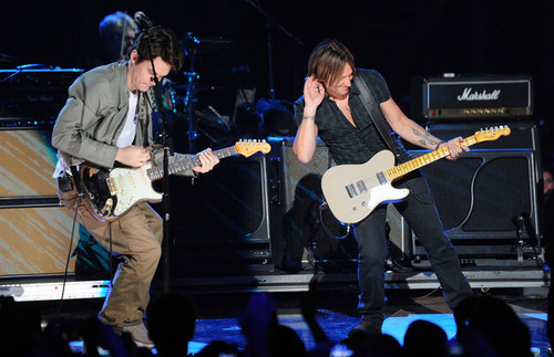 Keith Urban and John Mayer perform together at CMT Awards