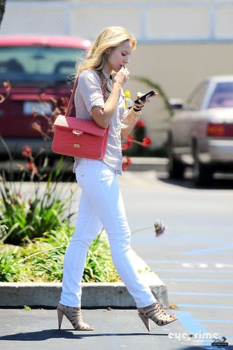 Kristen Exits Rite Aid in Culver City (August 18)