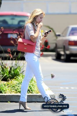 Kristen out in Culver City
