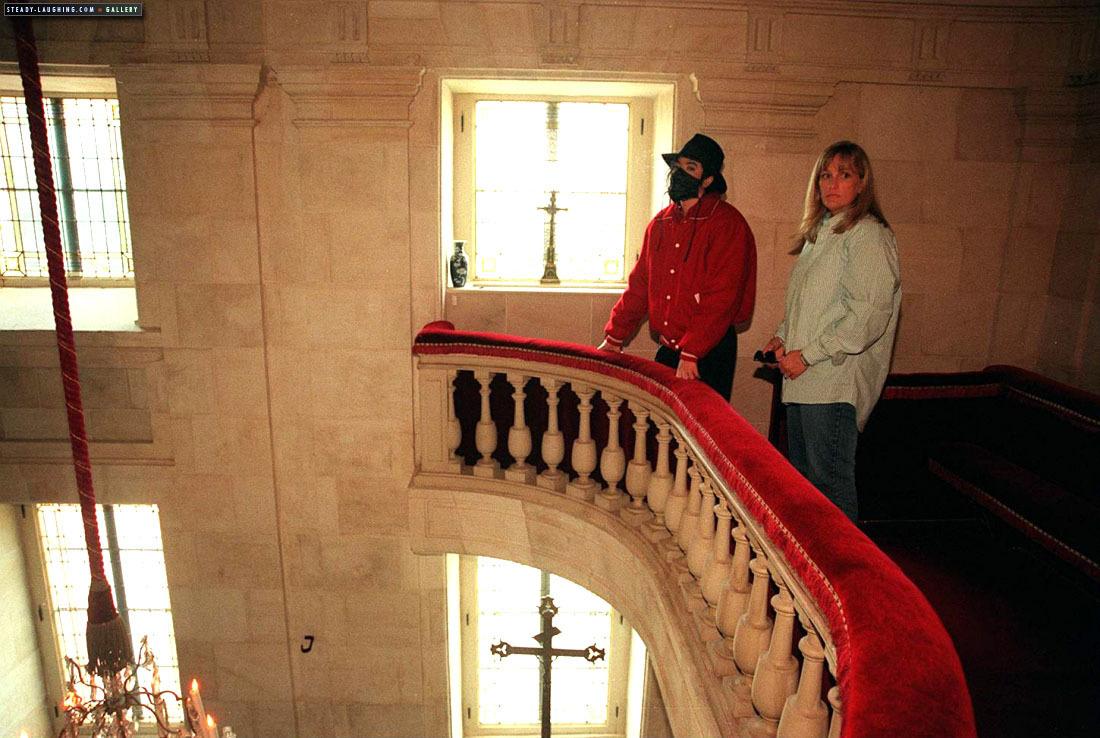 MJ visits Champ de Bataille замок with Debbie Rowe