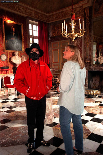 MJ visits Champ de Bataille 城堡 with Debbie Rowe