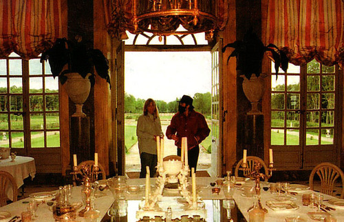 MJ visits Champ de Bataille castillo with Debbie Rowe