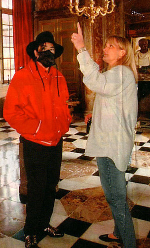 MJ visits Champ de Bataille lâu đài with Debbie Rowe