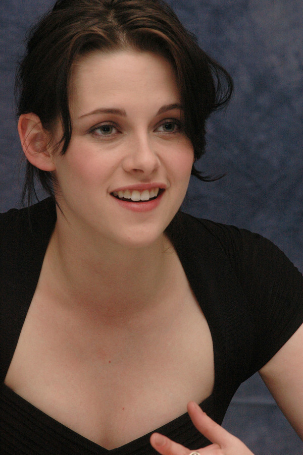 """NEW """"The Runaways"""" Press Conference [HQ]"""