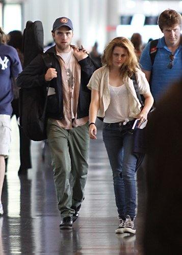 Rob and Kristen leaving Montreal
