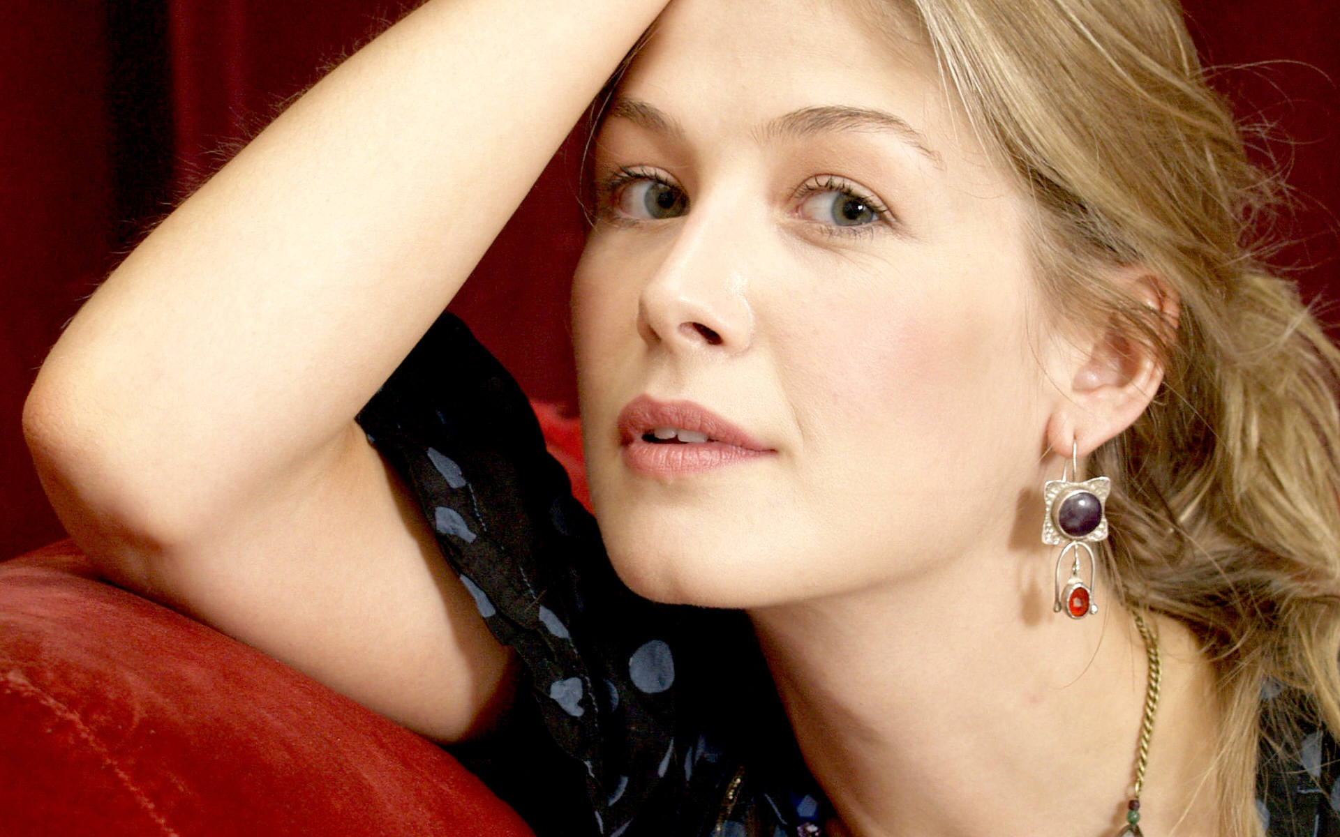 Rosamund Pike - Wallpaper Actress
