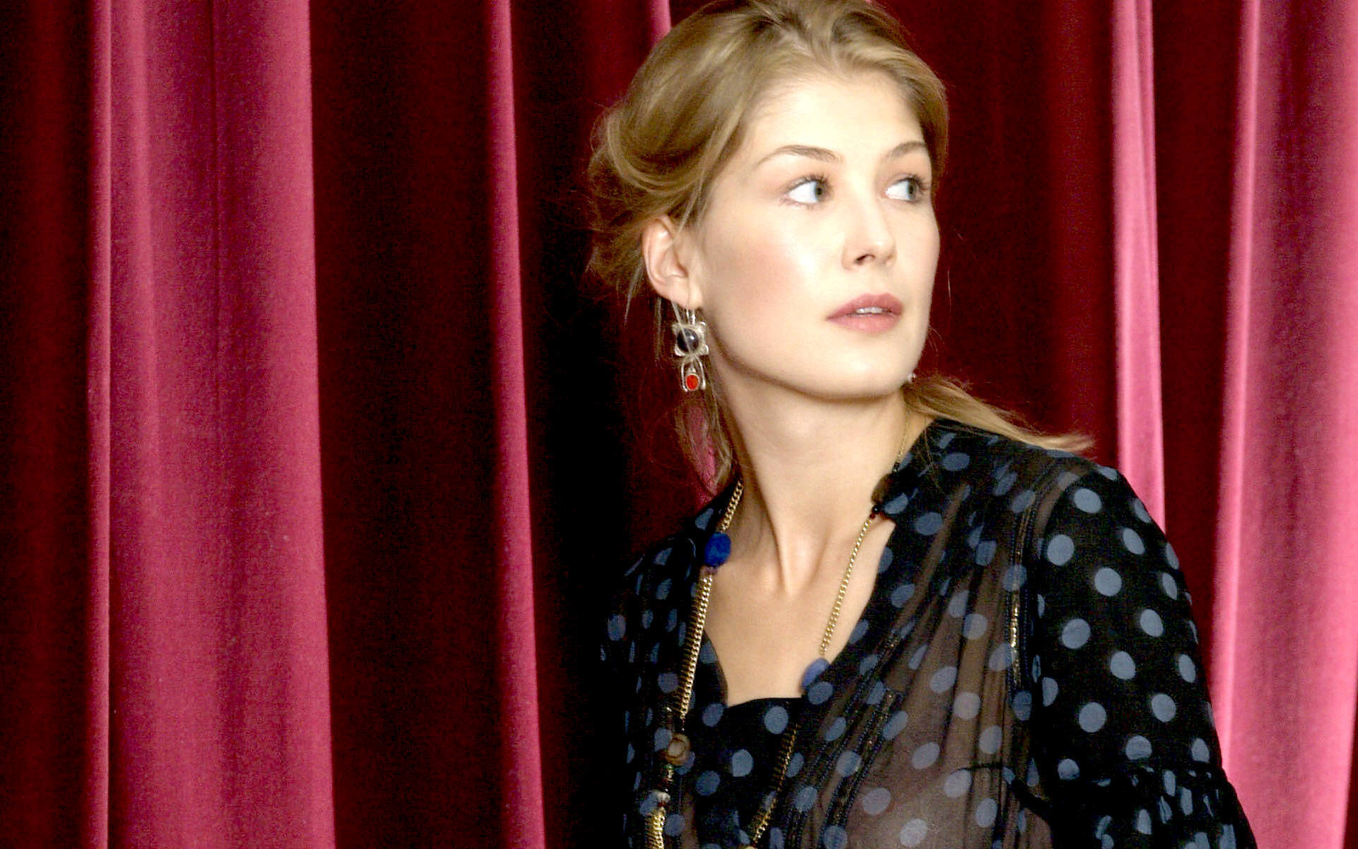 Rosamund Pike - Images Hot