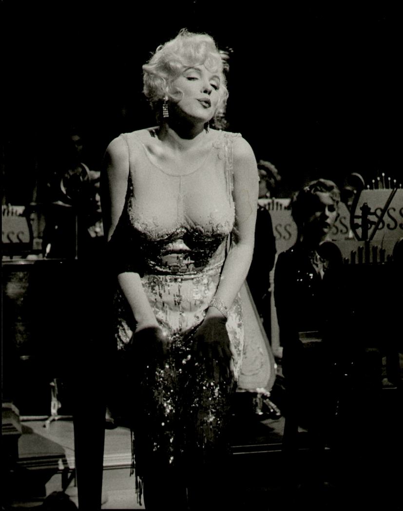 some like it hot some like it hot photo 14853714 fanpop