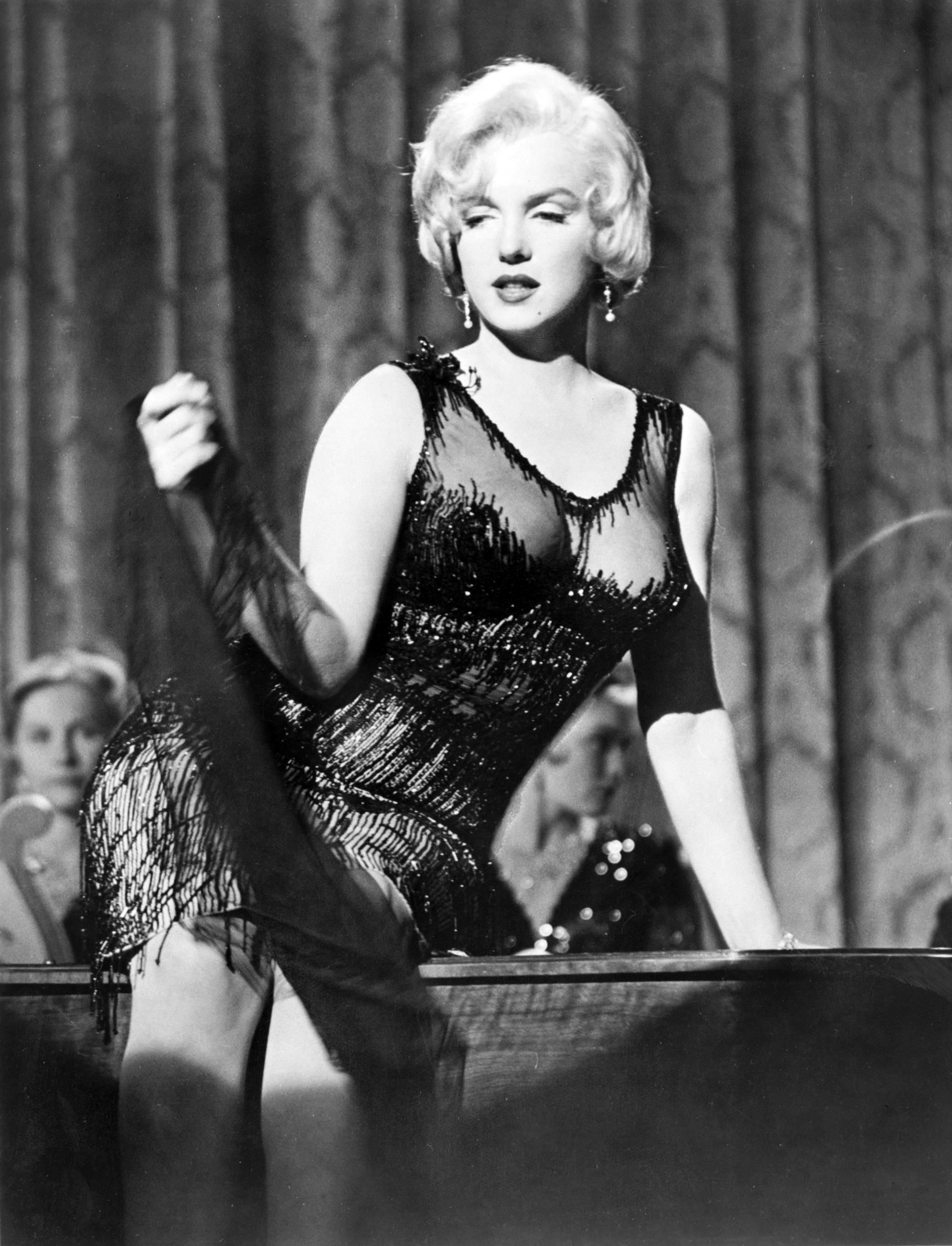some like it hot some like it hot photo 14853730 fanpop