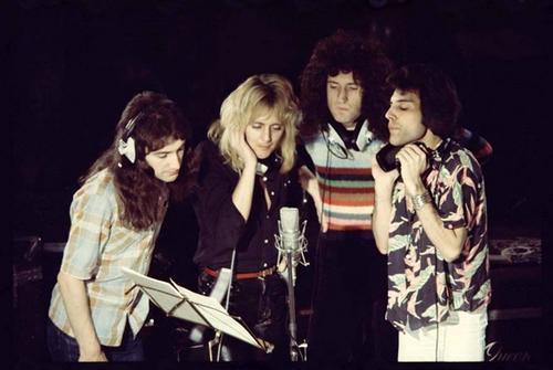 Queen singing Somebody to Love